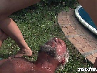 Naked pounded ash-blonde likes guzzling urine be useful to one elderly dude