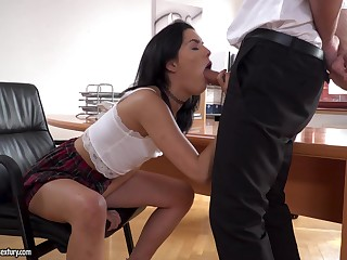 Brunette Anainda demonstrates her blowjob faculties to her boss