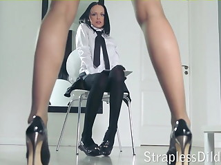A long legged instructor gets feeldoe pounding
