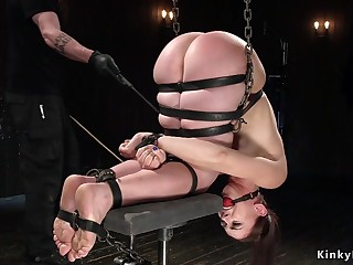 Babe chained increased by hanged in all directions unfurnished booty