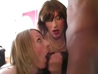 2 lay tgirls sucking BBC