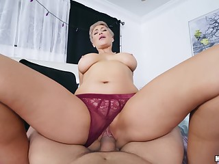 Mature rides hard and craves be expeditious for cum upstairs her big juggs