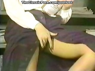Bitchie black-haired nymphomaniac gets labia poked after providing blowage