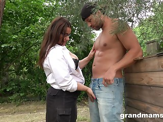 Sexy mature plumper grabs cock and sucks it greedily in the garden