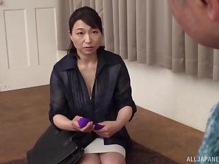 Horny Japanese granny Tokita Kozue makes hallow prevalent her skimp